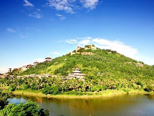 海南文笔峰旅游景点介绍  文笔峰,位于海南省定安县的中部,它平地拔